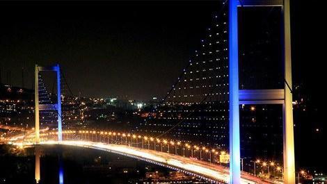 köprünün gece görüntüsü