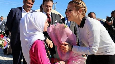 Gülben Ergen çadır kent ziyareti