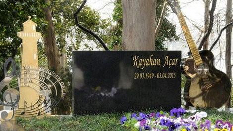 Kayahan'a anıt mezar yapıldı