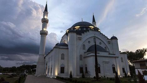 Osmanlı mimarili cami