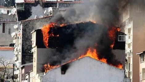 Şişli'de 2 binada çıkan yangın korkuttu