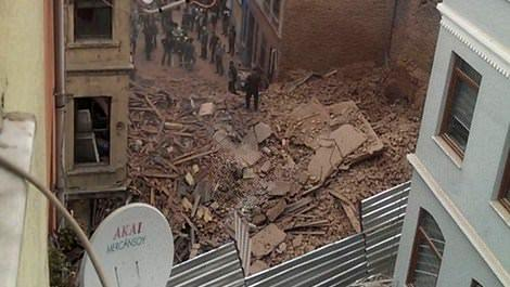 Beyoğlu'nda 5 katlı metruk bina çöktü