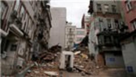 Beyoğlu'nda çöken bina hakkında inceleme başlatıldı