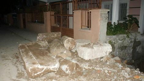 İnşaat kazısında Roma dönemine ait sütunlar bulundu
