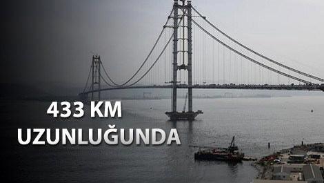 Körfez Köprüsü'nün son tabliyesi yerleştiriliyor