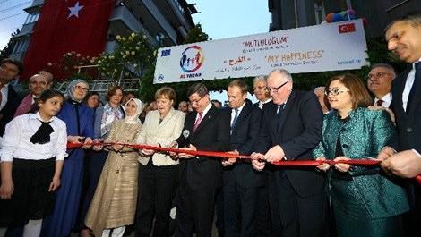 Davutoğlu ve Merkel, Al Farah Çocuk Destek Merkezi'ni açtı