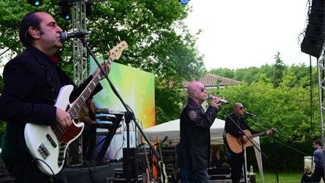 Kasabalılar yazı MFÖ konseri ile karşıladı