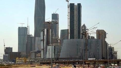 Ünlü inşaat şirketi 50 bin kişiyi işten çıkardı!
