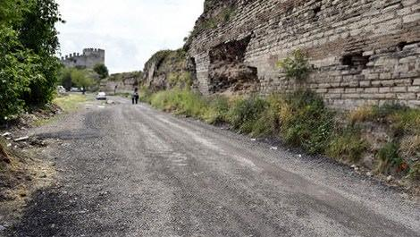 Tarihi Yedikule surlarına asfalt!
