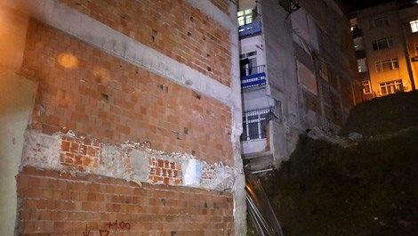 Beyoğlu'nda inşaat alanında toprak kayması yaşandı