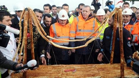 3. köprü inşaatında çalışanların ikramiyeleri ödendi