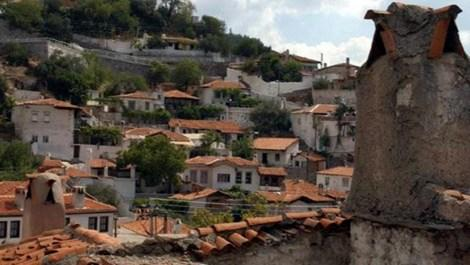 Eski Muğla evleri ücretsiz dağıtılan kireçlerle boyandı