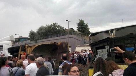 Hafriyat kamyonu metrobüs yoluna girdi