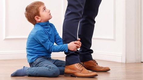 Babalar para kazanmak için çocuklarına hasret!