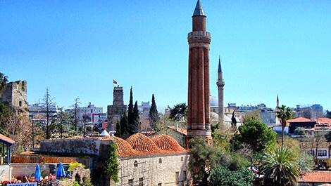 8 asırlık Yivli Minare zamana meydan okuyor