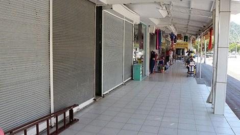 kapalı kepenkli dükkanlar