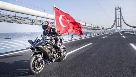 """Kenan Sofuoğlu, Osmangazi Köprüsü'nden """"hızlı"""" geçti"""