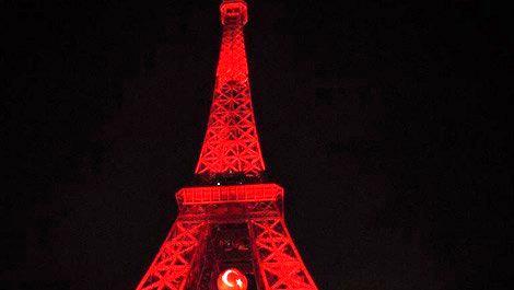 Eyfel Kulesi, kırmızı beyaza büründü