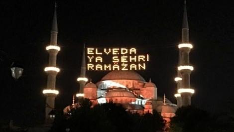 Sultanahmet Camisi'ne Türk bayrağı yansıtıldı!