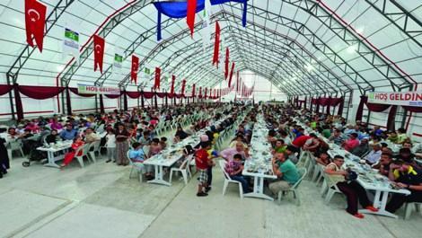 İBB, 750 bin kişiyi iftar sonrasında buluşturdu!