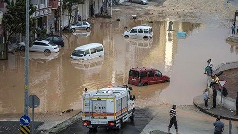 Şiddetli yağış Türkiye'yi felç etti!