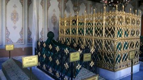 Eyüp Sultan ile Aziz Mahmud Hüdayi türbeleri 24 saat açık kalacak