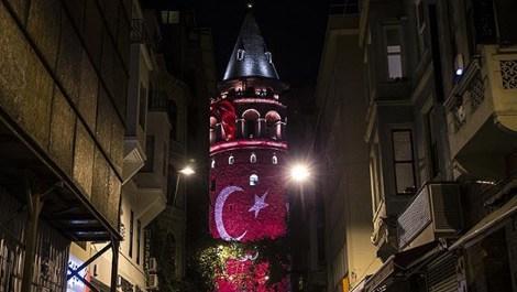 Galata Kulesi'ne Türk bayrağı yansıtıldı