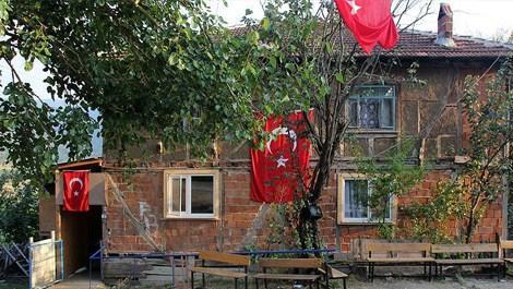 Bakan Özlü'den şehit ailesine ev desteği