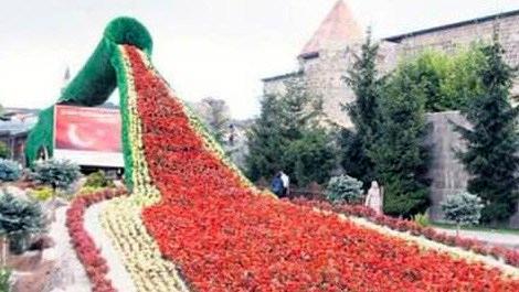 Erzurum'da topun ucundan çiçekler döküldü