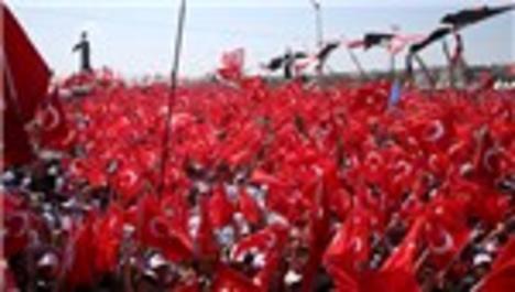 Demokrasi ve Şehitler Mitingi'nde Yenikapı kırmızı beyaz!