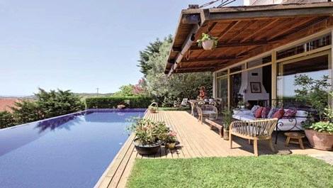 Ünlü çift Şile'deki bu evde köy hayatı yaşıyor!