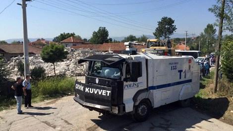 Sakarya'da kaçak bina yıkımı sırasında arbede yaşandı