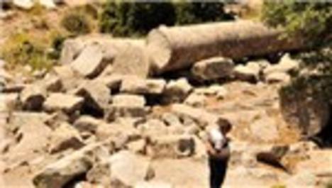 Alexandria Troas antik kentinin sütunları ilgi çekiyor