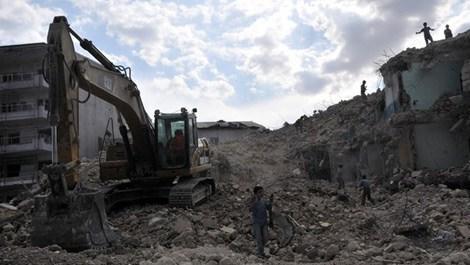 Hakkari'de 1300 bina yıkıldı