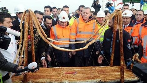 Yavuz Sultan Selim Köprüsü'nün börek maketi yapıldı