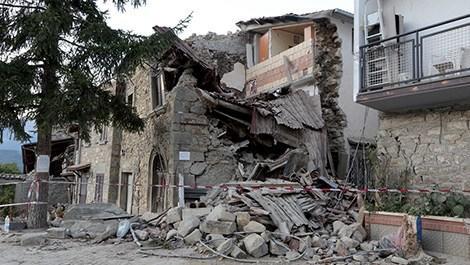 İtalya'daki deprem onlarca aileyi evsiz bıraktı