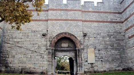 Göksenin İleri, İstanbul surlarının hikayesini anlattı