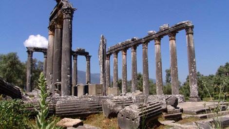 Euromos Antik Kenti'nin sütunları ayağa kaldırılıyor