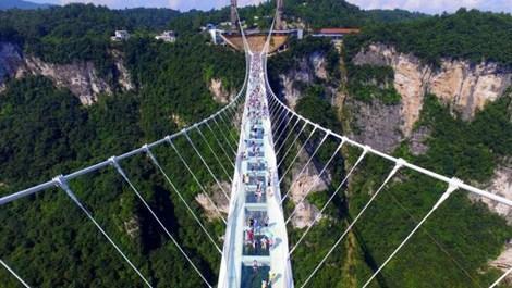 Cam köprü açıldıktan 2 hafta sonra kapatıldı!