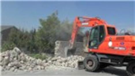 FETÖ elebaşı için Ankara'da yapılan malikane yıkıldı
