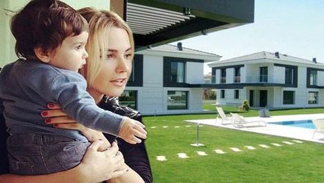 Ece Erken, Alaçatı'daki evini satıyor!
