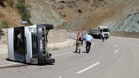 İnşaat işçilerini taşıyan minibüs devrildi: 5 yaralı