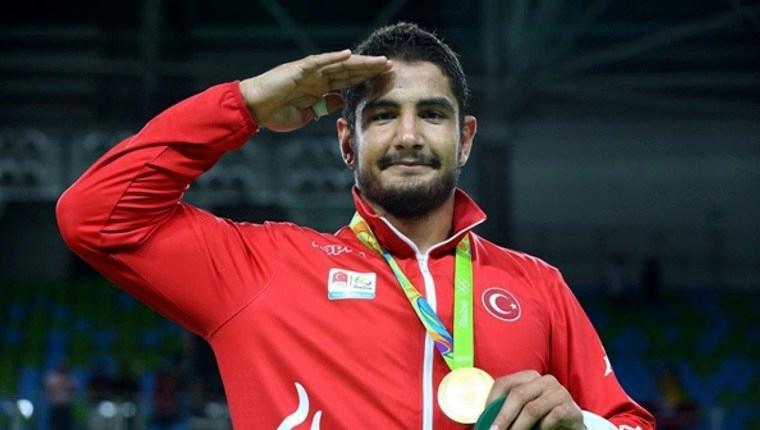 Olimpiyat şampiyonu Taha Akgül'e arsa hediye edildi