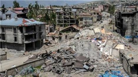 Yüksekova'da yıkım ve enkaz çalışmaları devam ediyor