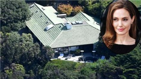 Angelina Jolie, 6 çocuğuyla Malibu'daki evine yerleşti!