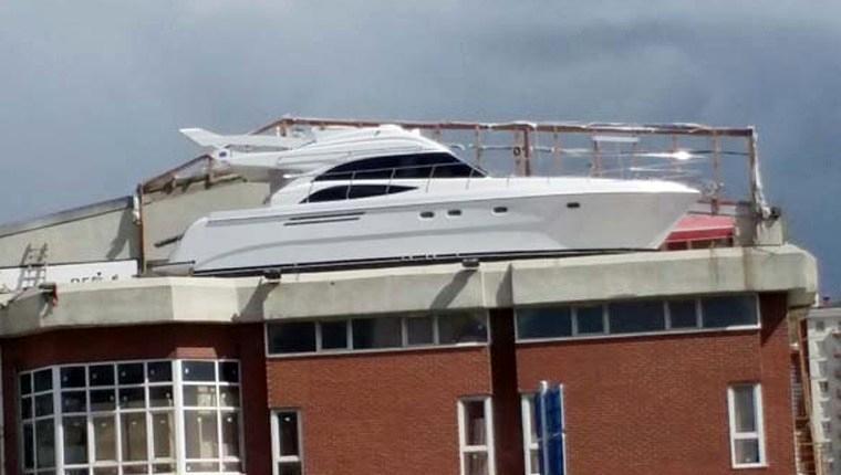 işyerinin balkonuna ahşap tekne