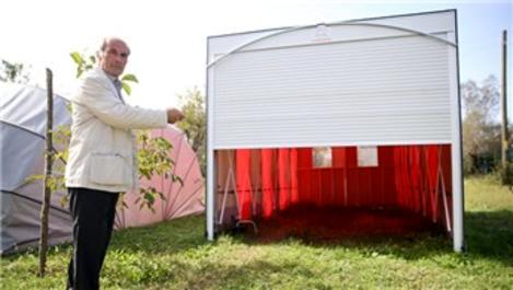 Portatif garajı kendisi için yaptı, şimdi pazarlıyor!