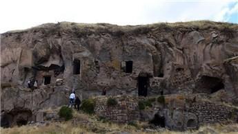 Bitlis'teki 600 mağara, turizme kazandırılıyor