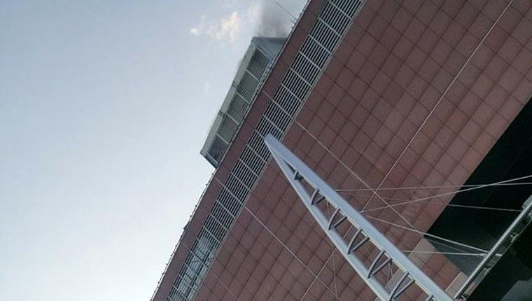Capitol AVM'nin çatısında yangın!