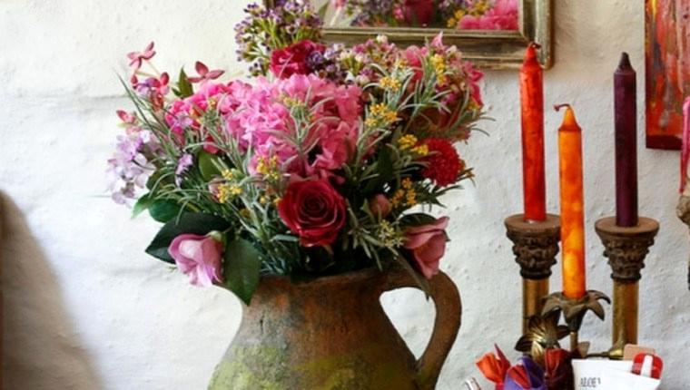 Kışın ortasında baharı yaşamak isteyenlere çiçekli ev dekorasyonu